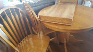 Oak dinning table and chairs.