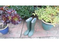 Wellington Boots Green - brand new - size 6