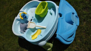 Water and Sand Table with Lid and Accessories