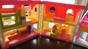 2 Maisons de poupées et 1 ferme