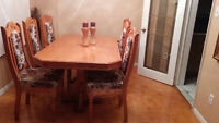 Mint Condition Dining Table and Hutch Buffet
