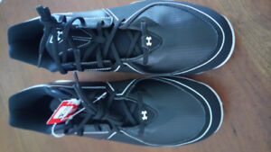 Under Armour Baseball cleats *NEW