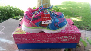 girls size 10.5 sketchers BNIB