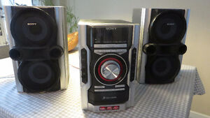 Sony Mini Hi-Fi Stereo system with 3 CD changer MHC-GX99 West Island Greater Montréal image 1