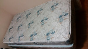 $50 Mattress+box spring in an Excellent Condition