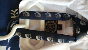 Boys Vancouver Canucks Shirt & Tie Kitchener / Waterloo Kitchener Area image 3