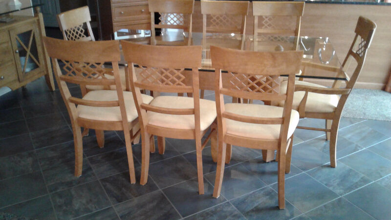 Canadel set salle a diner 8 chaises buffet merisier for Meubles salle a manger kijiji