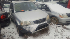 2000 CR-V. JUST IN FOR PARTS AT PIC N SAVE! WELLAND