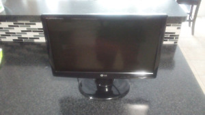 19 INCH LG FLATRON MONITOR EXCELLENT CONDITION