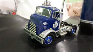 Die cast  Toronto maple leaf tractor trailer  1:25 scale