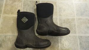 Youth Size 2 Muck Boots Strathcona County Edmonton Area image 2