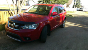 PERFECT FOR WINTER ROADS. 2012 DODGE JOURNEY RT LOW KM