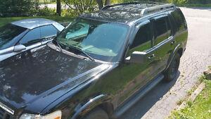 2009 Ford Explorer XLT - Black on Black Cloth - Upgraded Sound