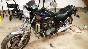 1983 Honda Sabre 750  $1200obo