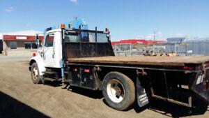 2001 International 4700 - Crane Truck / Flat deck