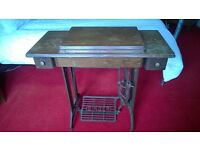 VINTAGE SINGER SEWING MACHINE TREADLE TABLE WITH MACHINE, CAST IRON & WOOD FRAME