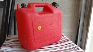 Mint-conditioned 9.4L Gas Can/Container