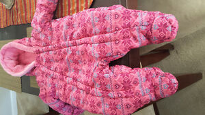 Almost new 3-6 months baby girls snow suit