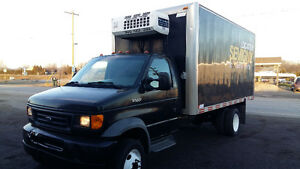 Camion 2003 Ford E-550 reefer isolated box 16*