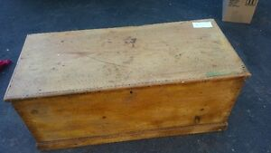 ANTIQUE DOVE TALED BLANKET BOX MOSTLY OLD PAINT