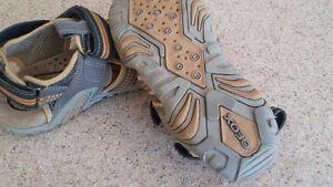 Geox sandal youth size 2 London Ontario image 2