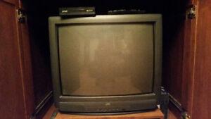 télévision   JVC (2)  ou  pour jeux vidéos