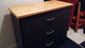 Selling/3 drawer dresser