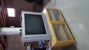 """Tv stand and 36"""" jvc tv"""