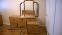 7 Pc Double or Queen Palliser Oak bedroom Set