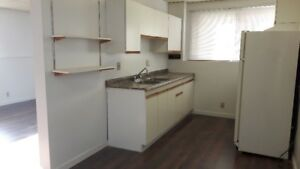 Great 2-bedroom suit conveniently located in Bownss NW