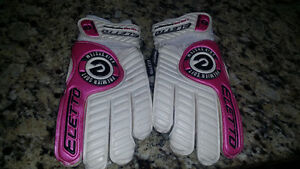 NEW KEEPERS GLOVES USED ONCE