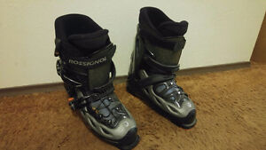 Male skiing boots