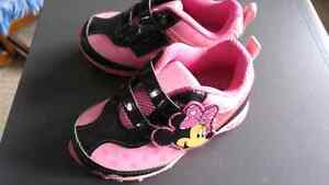 Minnie mouse toddler shoes size 7 London Ontario image 1