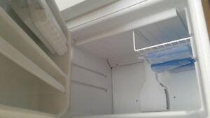 Whirlpool refridgerator, 18 cu. ft. (top freezer) Kitchener / Waterloo Kitchener Area image 3