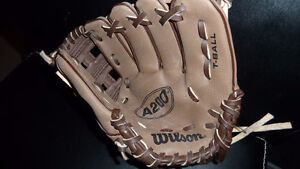 WILSON  CHILD'S T BALL GLOVE