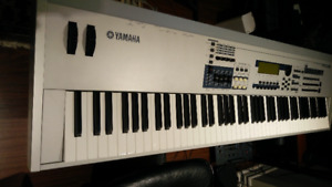 Beautiful Yamaha MO8 88 Keys Professional Keyboard