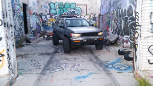 1998 Nissan Pathfinder Chilkoot **Lifted** **Low kms**
