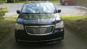 Chrysler Town & Country priced to sell!!