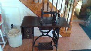 Machine a coudre antique
