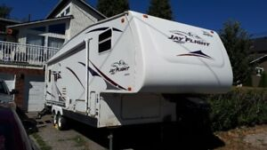 2006 27.5 Ft Jayco Jayflight 5th Wheel Travel Trailer with Hitch