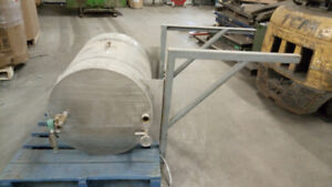 Stainless Steel Tank with Wall Mounting Bracket