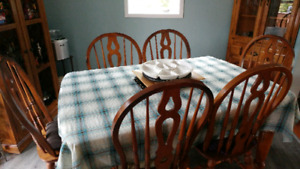 REDUCED!!!!!Beautiful Solid Wood Dining Room Set