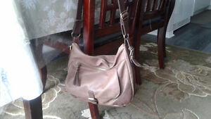2 hand bags