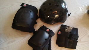 Rollerblade/Roller Derby Protection gear kit - Pads and helmet