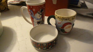 2 Christmas mugs, bowl and plastic container