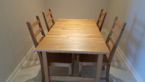 Extendable Dining Room Table w/ 6 chairs