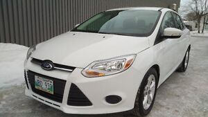 Like New 2014 Ford Focus SE 4dr 38km Remote Start Heated Seats