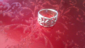 Handcrafted silver daisy ring