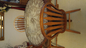 REDUCED!!  OAK PEDISTLE TABLE & 6 CHAIRS