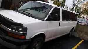 15 Passengers Van Chevy Express Extended 3500 London Ontario image 2